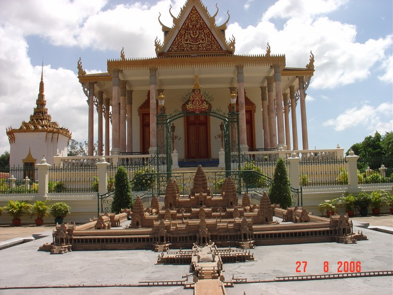 6 days/5 nights Phnom Penh – Kompong Thom – Siem Reap