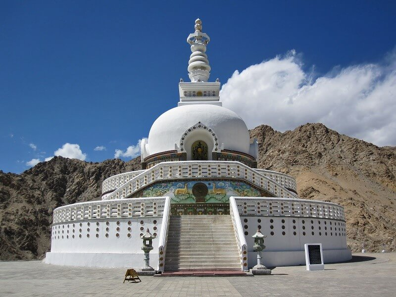 Living Buddhism, Moutain Walks and lakes & Nomadic Tribes (15 days / 14 nights)