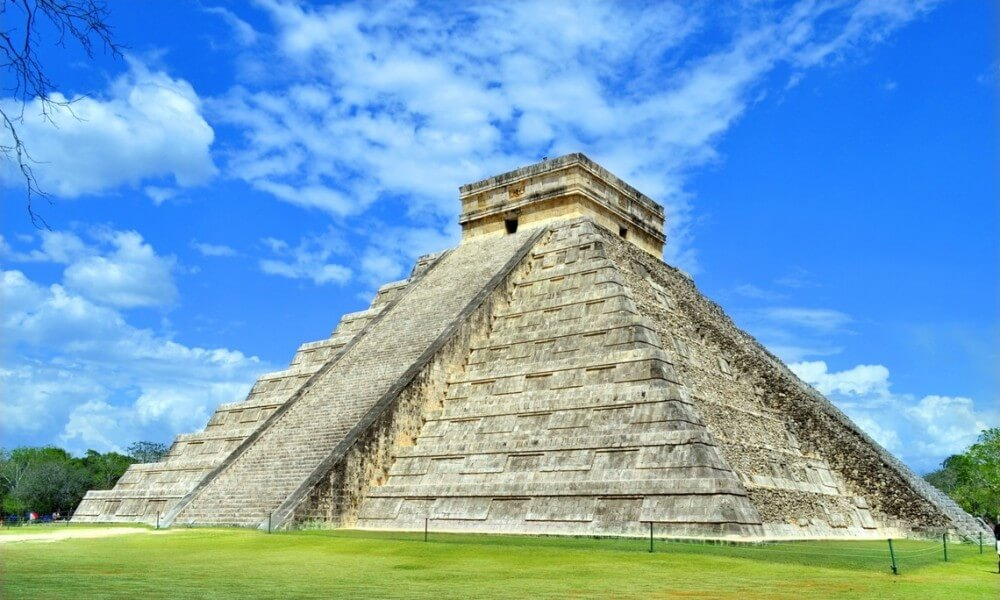 THE AZTECS & THE MAYA WORLD