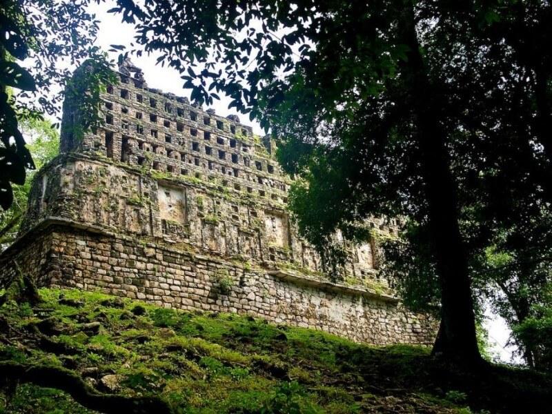 Caribbean Sea, the Mayas, the mountains of Chiapas
