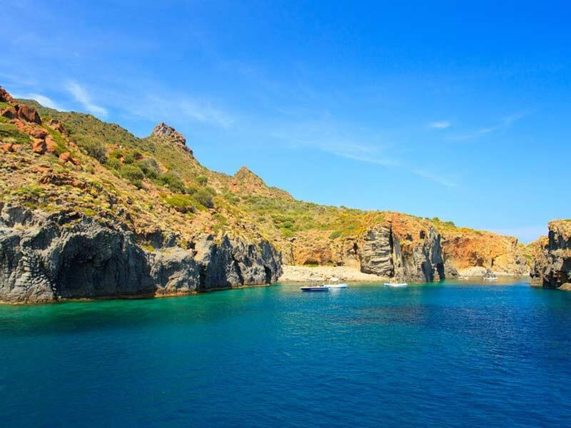 AEOLIAN ISLANDS TOUR: MYTH AND CHARME