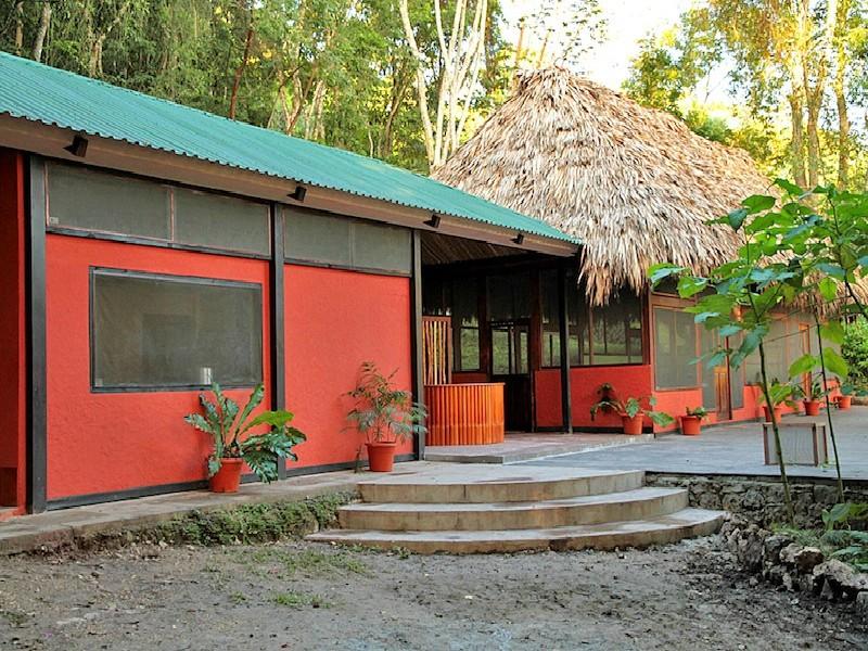 Tikal - Las Guacamayas