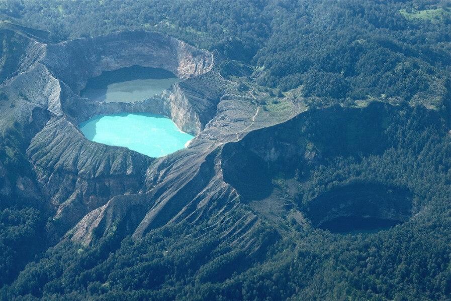 Moni - Kelumutu Crater Lakes