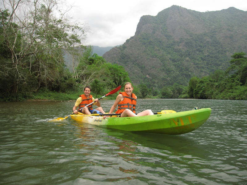 Vang Vieng - Kayaking & Caving