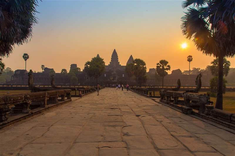 Discovery of the Angkor Temple [B-L-D]