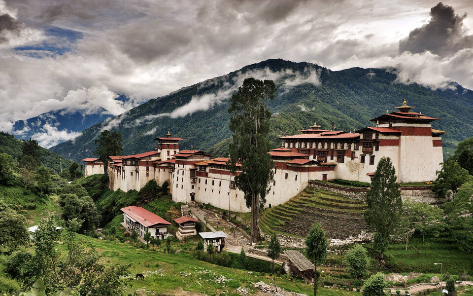 Punakha / Wangdue to Bumthang via Trongs