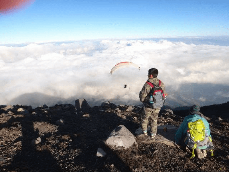 ASCENT TO THE ACATENANGO CRATER