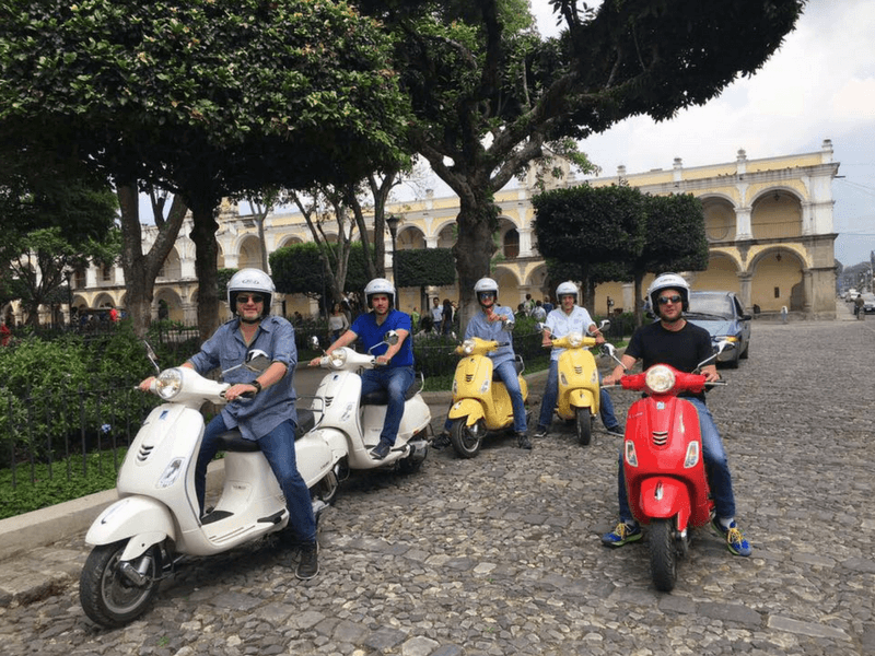 TOUR IN VESPAS MOTORCYCLES