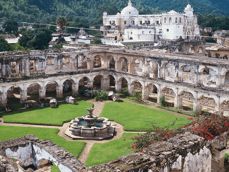 TOUR OF MUSEUMS AND RUINS OF ANTIGUA GUA