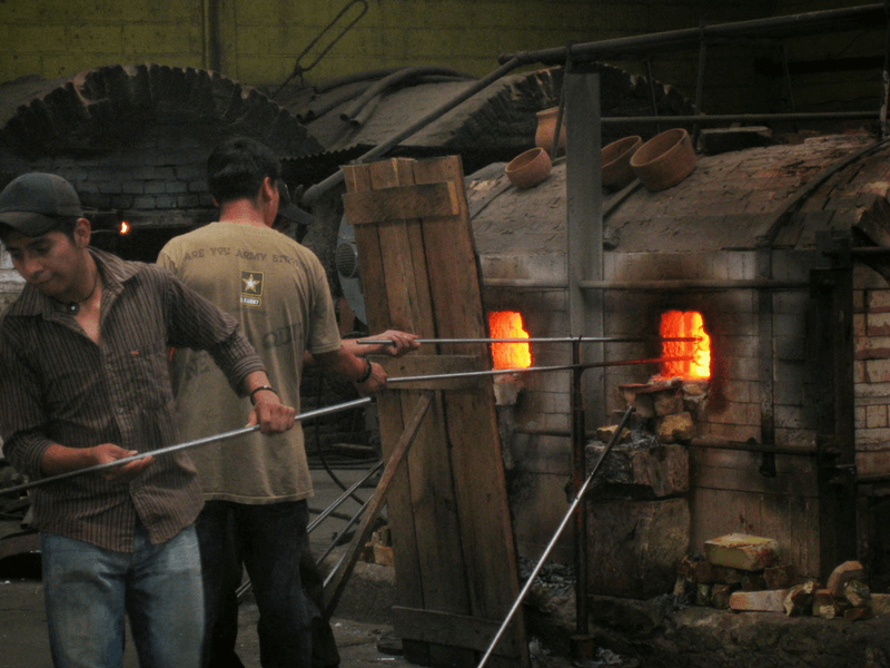 TOUR IN ARTISANAL GLASS FACTORY