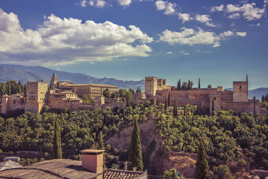 Granada, between gardens and places