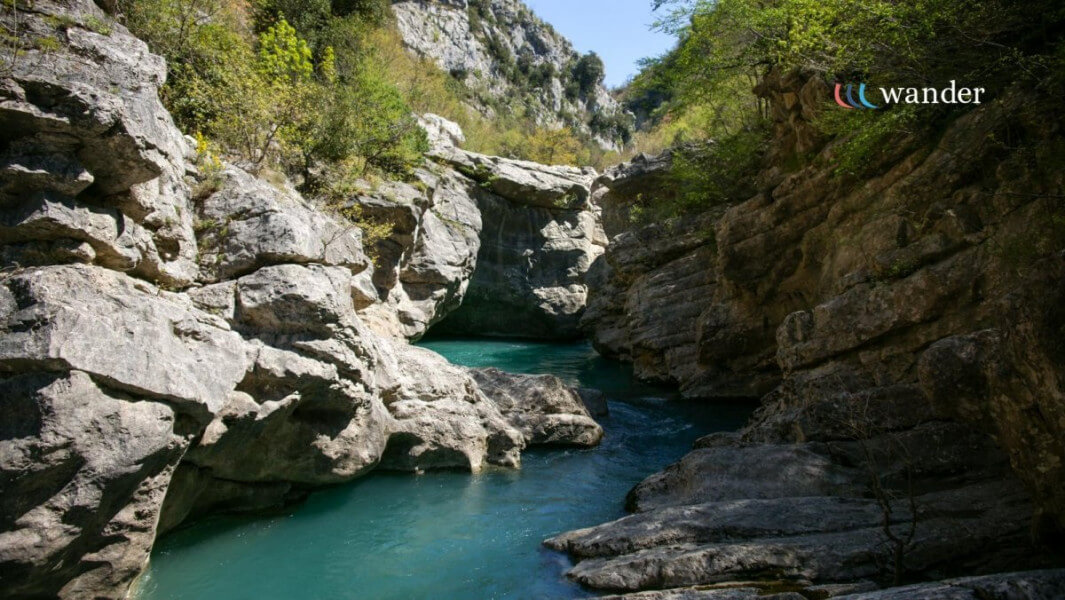 Visit Pellunbas cave and canyon