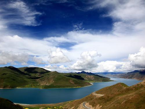Drive Lhasa-Yamdrok lake-Gyantse-Shigats