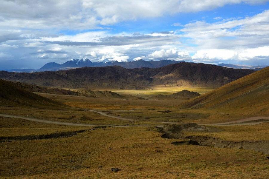 Kyirong-Pekutso-Dingri-Lhatse. ( 4050Mt